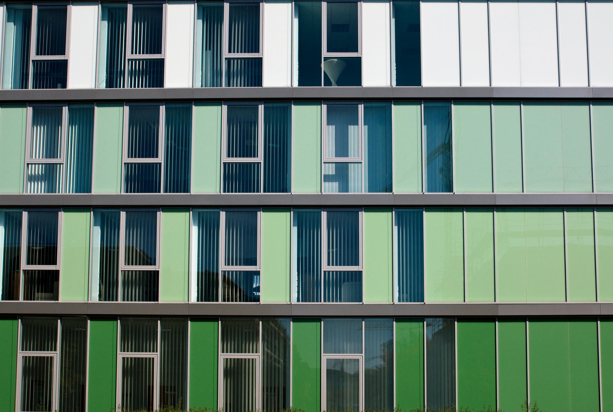 Einen wesentlichen Teil unserer Zeit verbringen wir in Gebäuden – als Bewohner, Arbeitnehmer oder auch Schüler.